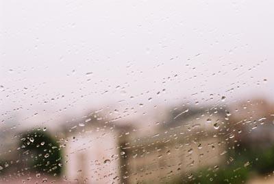 せっかくの結婚式だけどきょうはあいにくの雨。