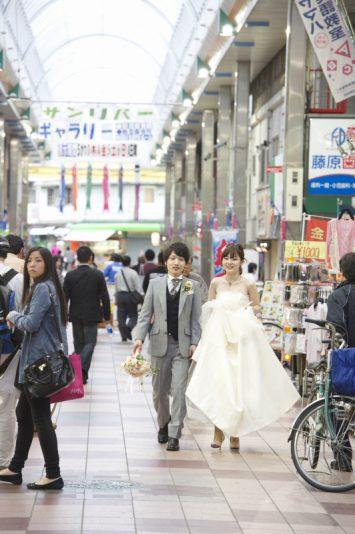 通い慣れた商店街を歩き