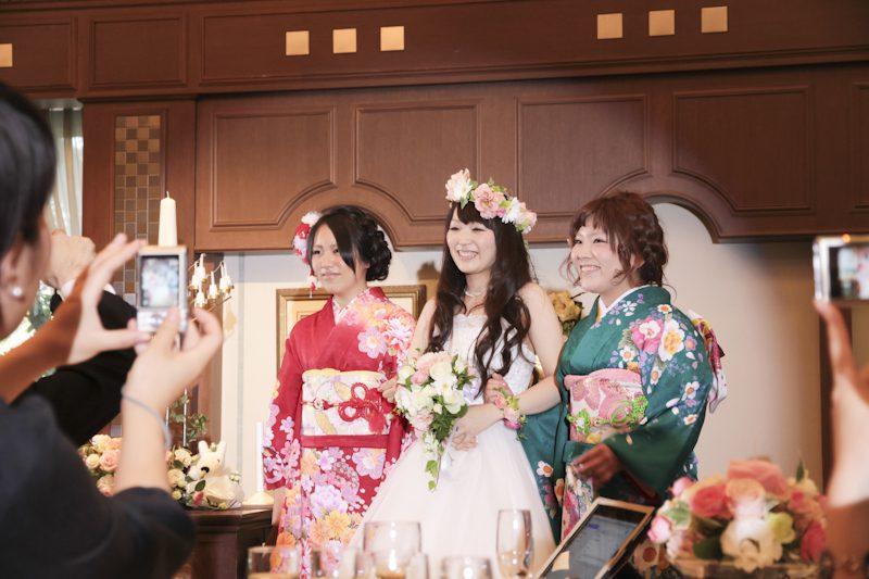 ミユキさんは仲良し姉妹でお色直しへ