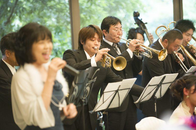 オーケストラの音楽に彩られたパーティーはまだまだ続きます